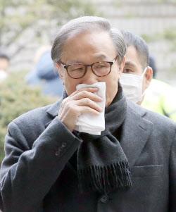 [포토]이명박, 2심서 법정구속…징역 17년 선고