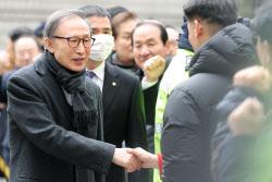 """이명박, 항소심 징역 17년 '법정구속'..""""반성도 없어"""""""