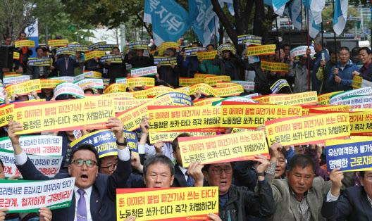 [기자수첩]`시민의 발` 맞나…코로나 위기 외면하는 택시