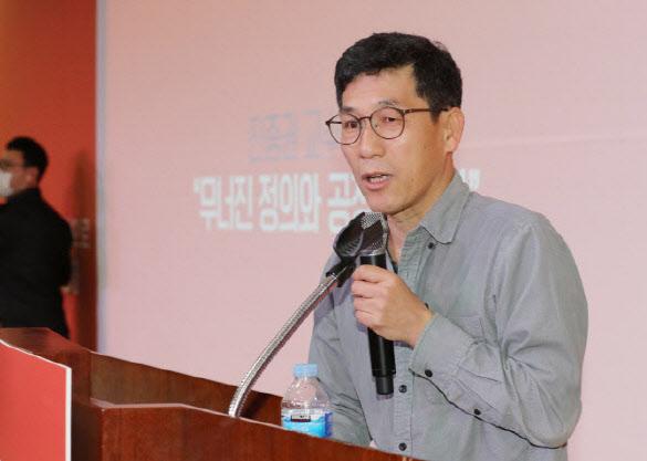 """진중권 """"중국인 입국금지 근거부족..신천지는 피해자"""""""