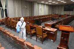[포토]코로나19, '국회 상임위 방역'
