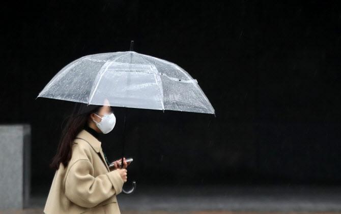 오늘 전국 비…코로나19 바이러스 확산 꺾일까?