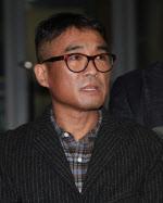 '성폭행 혐의' 김건모, '기소의견' 검찰 송치