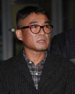 '성폭행 혐의' 김건모, 기소의견 檢 송치