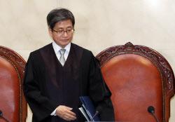 法 '최고부자' 김동오 원로법관…김명수 대법원장은 112번째