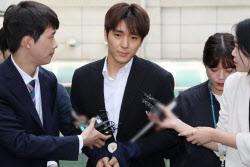'집단성폭행' 실형 받은 최종훈…뇌물공여·불법촬영도 유죄
