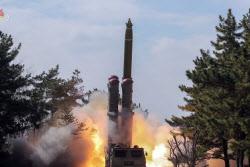 北, 탄도미사일 추정 2발 발사…비행거리 230㎞·고도 30㎞(2보)