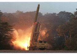 北 '초대형방사포' 추정 연발 사격…실전배치 전 성능시험