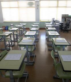 [포토]아이들 없는 썰렁한 빈 교실