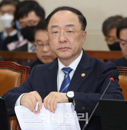 9.1조 재난지원금 세출구조조정…공무원 인건비 동결 검토