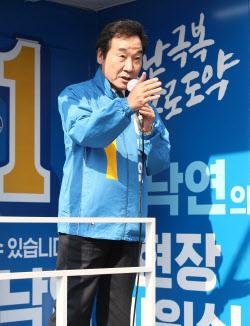 [포토]'유세차량 오른 이낙연'