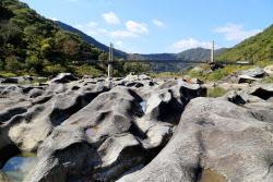 수만년 물줄기가 빚어낸 '바위의 춤사위'