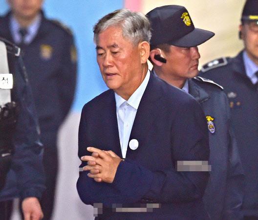 최경환 '신라젠 전환사채 매입' 보도 형사 고소