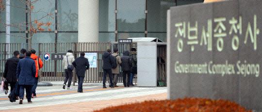 공무원·군인연금 부채 944조…총선 뒤 연금개혁 추진