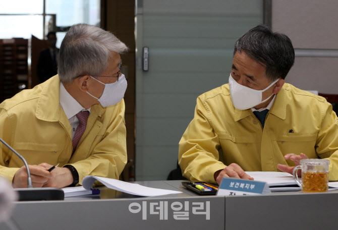 대화하는 최기영, 박능후 장관