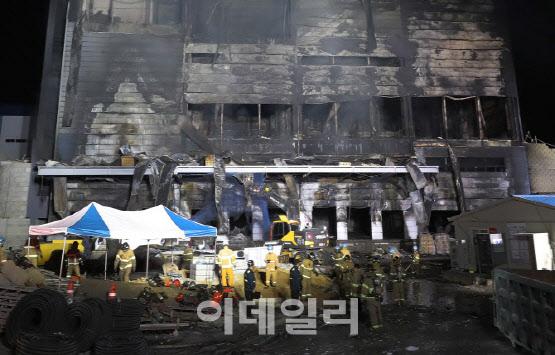 6차례 경고에도 공사 강행 38명 희생된 이천 화재는 人災