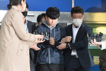 `부따` 강훈 11개 혐의로 구속기소…윤장현에 사기 혐의도