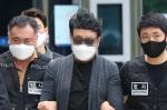 '경비원 갑질' 입주민 영장실질심사 출석…묵묵부답