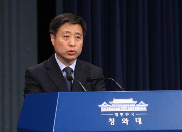 """靑, 정의연 연루설에 """"전형적인 조선일보식 허위보도"""" 반발"""