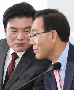 [포토]'머리 맞댄 주호영-원유철'