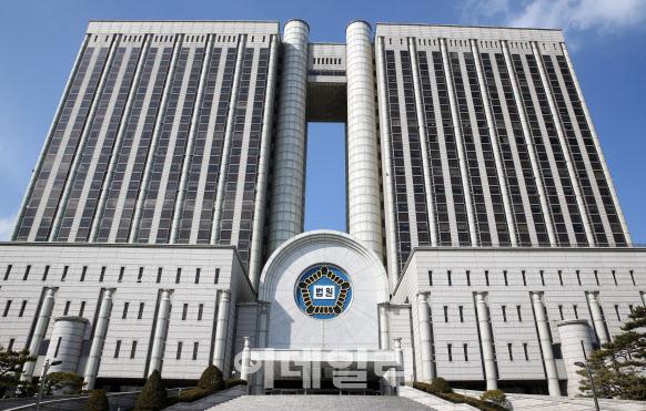 """""""답답하다""""며 술 마시러 나간 자가격리 위반자…벌금 450만원"""