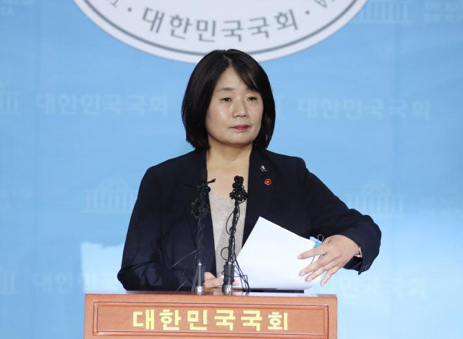"""윤미향 """"국민 납득할 때까지 소명할 것""""…기자회견문 전문"""