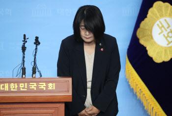 """[일문일답]윤미향 """"檢조사 피하지 않겠다"""" 사퇴 일축"""