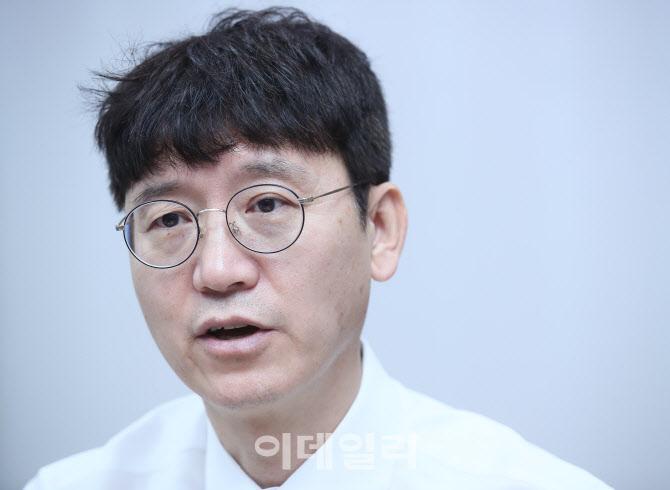 """김웅 """"윤미향, 흥건한 땀 아닌 증빙자료 제시해야"""""""