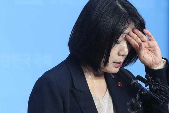 """전여옥 """"윤미향, 딸 장학금→용돈? 딱하고 머리 나쁜 여자"""""""