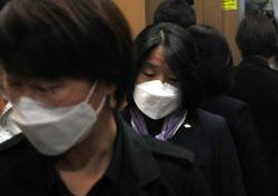 [포토]윤미향 의원, '재킷엔 나비 문양 뱃지'