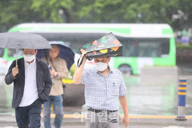 우산이 없는 한 시민