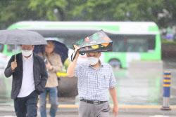 [포토]우산이 없는 한 시민