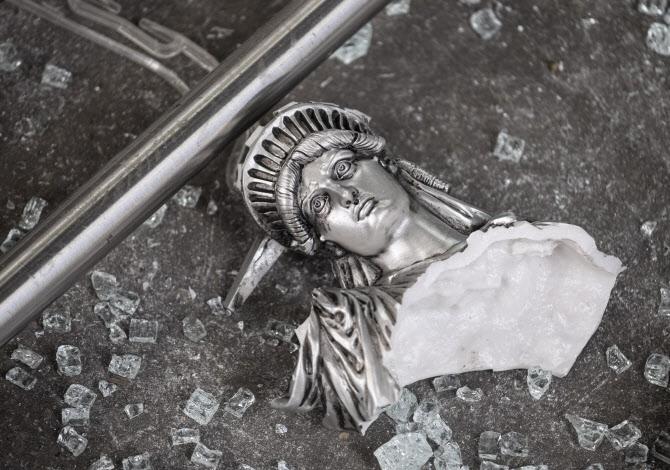 미국은 왜 시위대가 구찌매장을 터는 걸까?