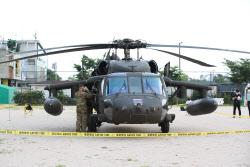 [포토] 한강에 비상 착륙한 미군 소속 헬리콥터