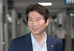 """이인영에 촉각세운 日…""""지소미아 영향 미칠 수도"""""""