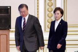 """""""文대통령, 박근혜 탓하는 김현미 장관을 믿는가?"""""""