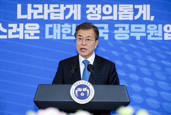 """공무원 연봉 7천만원 육박하는데…노조 """"더 올려야"""""""