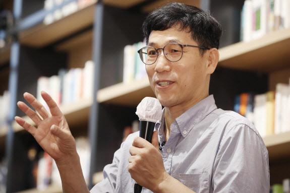 """진중권 """"안희정 모친상 조화=조국 '마음의 빚'…직함은 뺐어야"""""""