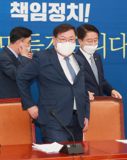 [포토]원내대책회의 참석하는 김태년