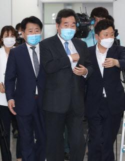 [포토]소통관 들어서는 이낙연, '당대표 출마 기자회견'