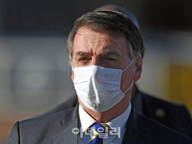 '코로나19=가벼운 독감'이라던 브라질 대통령, 결국 '확진'