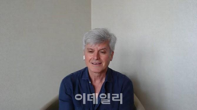"""코로나 뚫고 온 마시모 자네티 """"희망·기대로 무대 준비"""""""