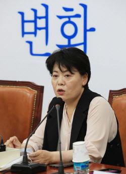 """[국회 말말말]""""노영민 나쁜 사람 아냐""""… 野윤희숙이 두둔한 까닭은"""