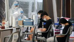 코로나19 지역발생, 뚜렷한 안정세…`무증상 n차 감염` 우려는 여전