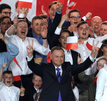폴란드 두다 대통령, 결선 투표서 과반 확보…재선 성공