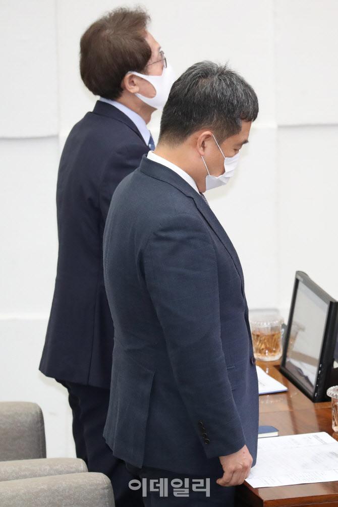 故 박원순 시장 추모 묵념하는 서정협 권한대행