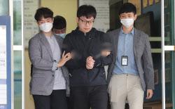 """포토라인 선 '조주빈 공범' 남경읍…""""죄송하다"""" 반복"""