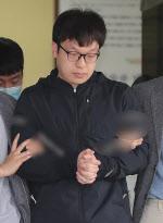 """마스크 쓰지않은 남경읍, 연신 """"죄송하다""""..'조주빈 공범' 신상공개"""