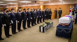 [포토]故 백선엽 장군 영결식, '묵념하는 통합당 의원들'