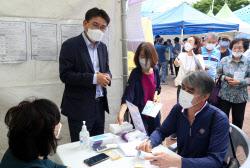 [포토] 일자리박람회 찾은 오승록 노원구청장